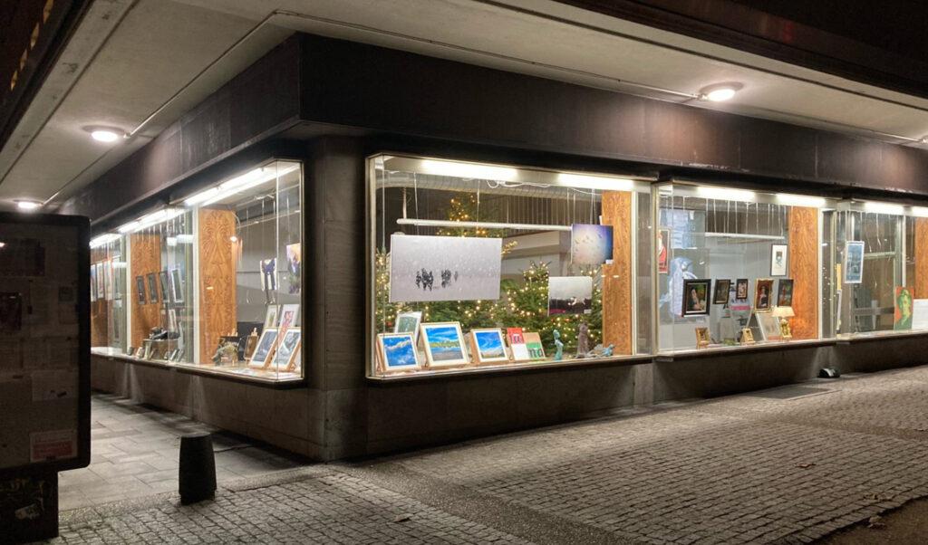 »Die Vitrine« Mainz  Ausstellung ab 08.12.2020–17.01.2021 – Weihnachten hinter Glas – Bild 1