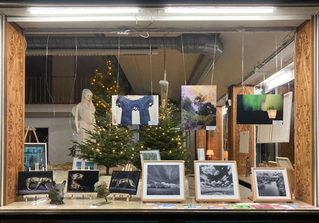 »Die Vitrine« Mainz  Ausstellung ab 08.12.2020–17.01.2021 – Weihnachten hinter Glas – Bild 5
