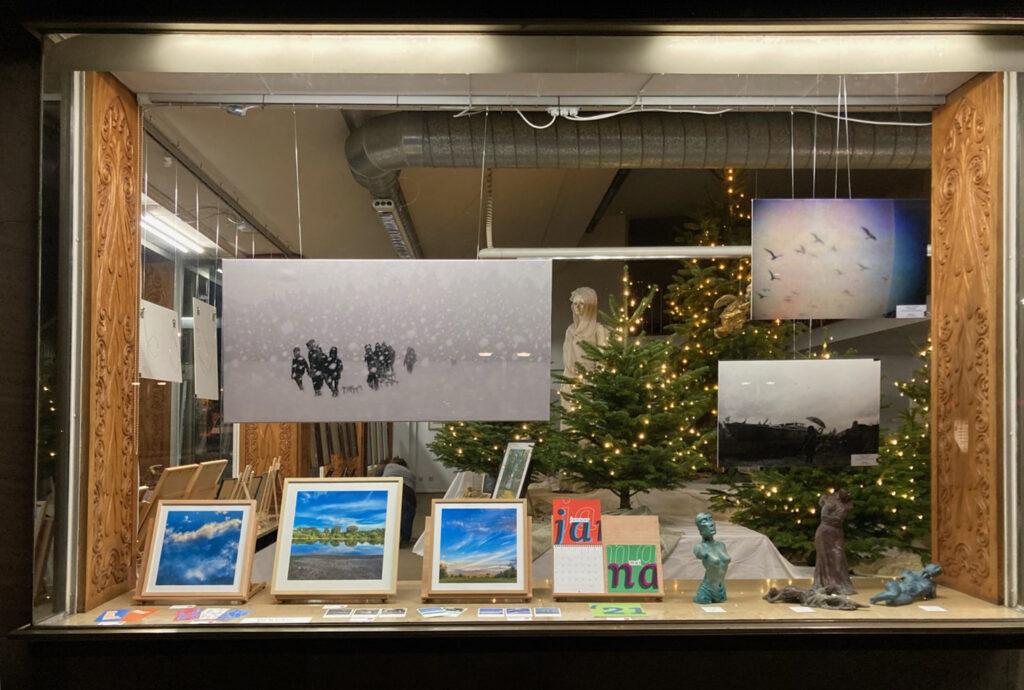 »Die Vitrine« Mainz  Ausstellung ab 08.12.2020–17.01.2021 – Weihnachten hinter Glas – Bild 6